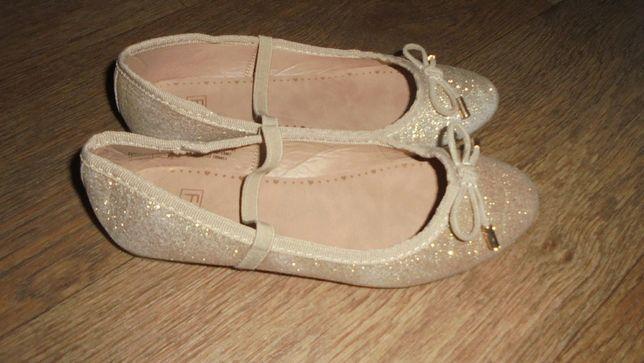 Легкие золотые балетки туфли лодочки на резинке F&F на узкую ногу