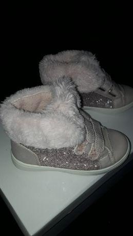Buty z futerkiem dla dziewczynki rozmiar 26