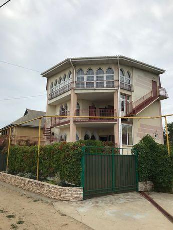 Сдам шикарный  3-х эт дом на Каролино-Бугазе. (Затока)