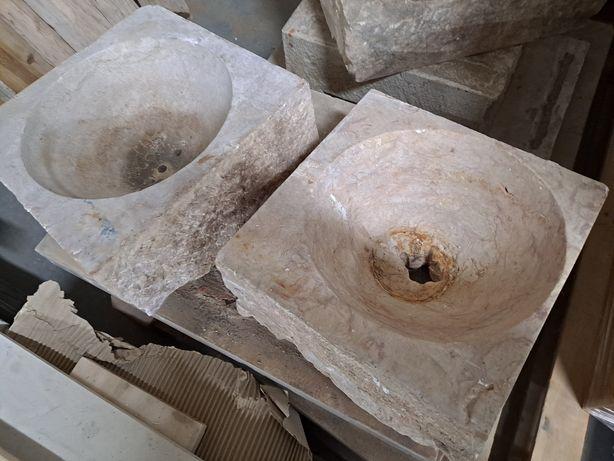 Pia pedra lavatorio casa banho rustico antigo