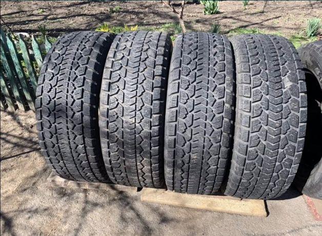 Покрышки зимние  275/60 R18 Dunlop