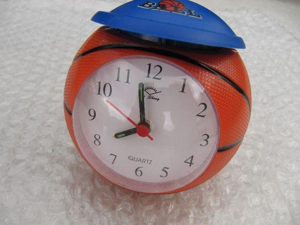 Детские часы с будильником в виде баскетбольного мяча в кепке, новый