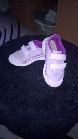 Sportowe buciki dziewczęce PUMA