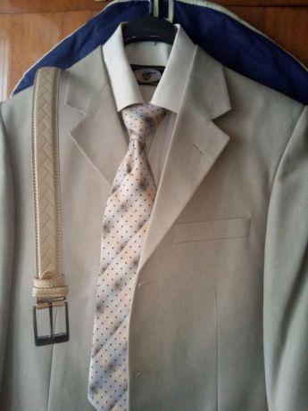 Классический бежевый костюм (выпускной/свадьба)