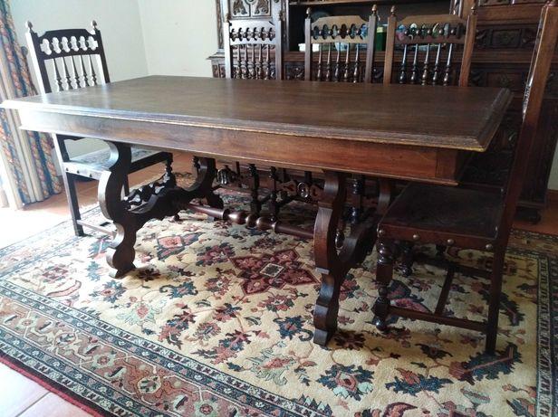 Mesa de jantar, grande, robusta