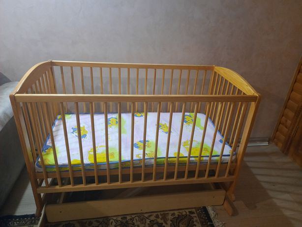 Деревянная кроватка+ лошадка-качалка