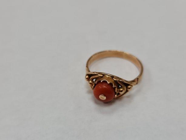 Piękny złoty pierścionek damski/ 585/ Koral/ 2.84g/ R13/ Gdynia