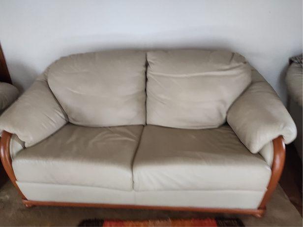 Sofás em Pele 2 Pequenos 1 grande sofá cama