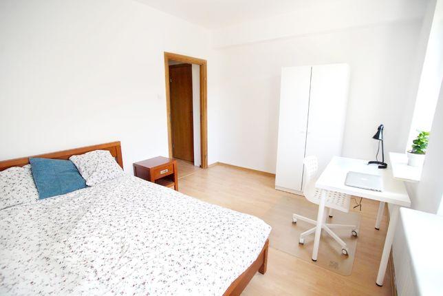 Duży pokój jednoosobowy, ciche, jasne mieszkanie z widokiem na Park