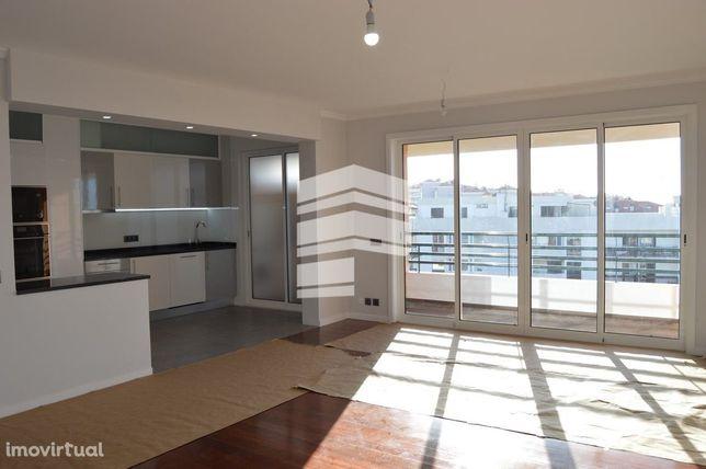 Apartamento T3+1 - Último piso - Zona Turística