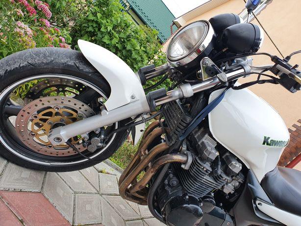 Kawasaki ZR - 750