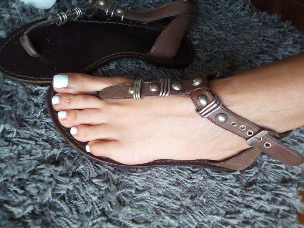 Sandálias castanhas pele 36
