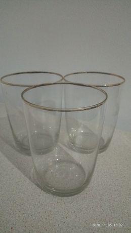 Три стаканчика с золотом
