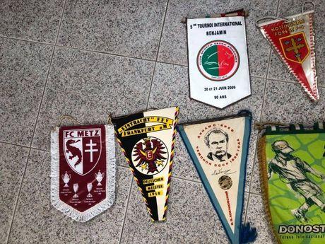 92 Galhardetes de Futebol Coleção Muito Antiga