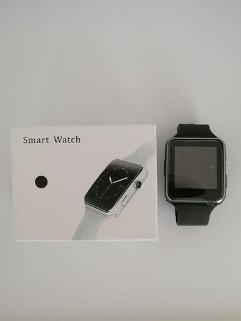 Smartwatch preto (faz e recebe chamadas)