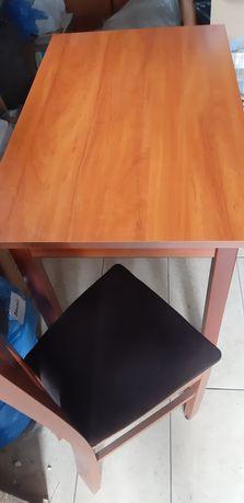 Stół z krzesłami 4szt szer 67cm długość  110cm wys 77cm