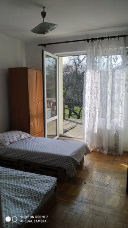Pokoje dla pracowników firm lub osób prywatnych.  Dwa domy prywatne