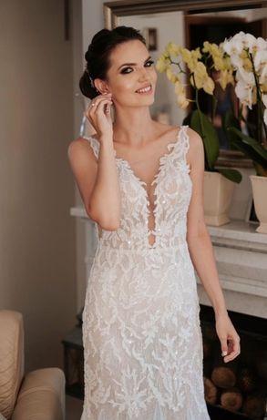 Okazja! Suknia ślubna z licznymi zdobieniami