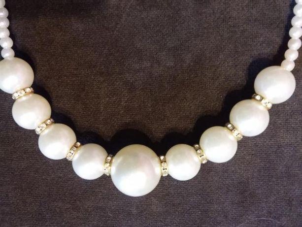 Naszyjnik z białych perełek - ozdoba na różne okazje