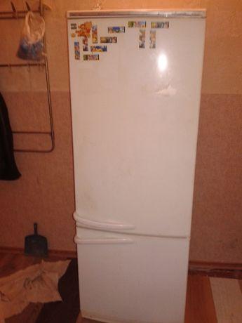 Продам не дорого холодильник двухкамерный Атлант производства Минск