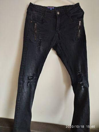 Spodnie czarne z dziurami