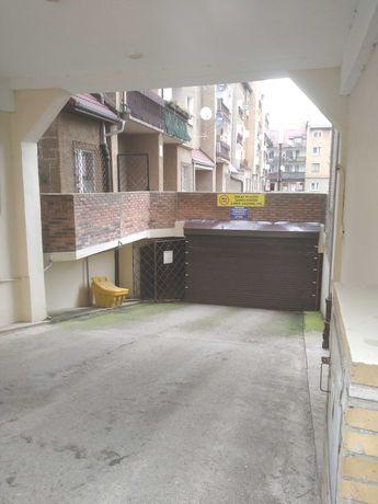 Stare Miasto - garaż na dwa auta; ok. 40m2