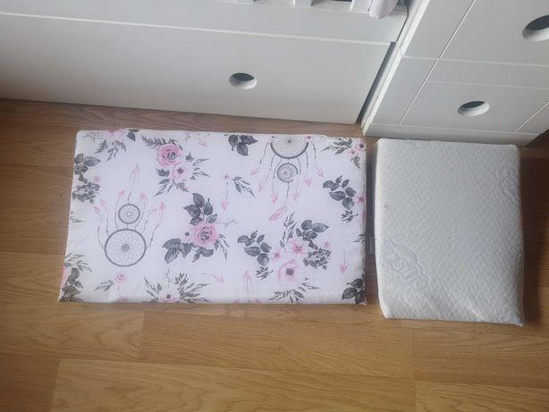 Poduszki klinowe dla niemowląt do wózka i lozeczka