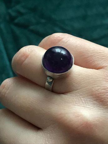 Stary srebrny pierścionek kopułka z ametystem mały rozmiar