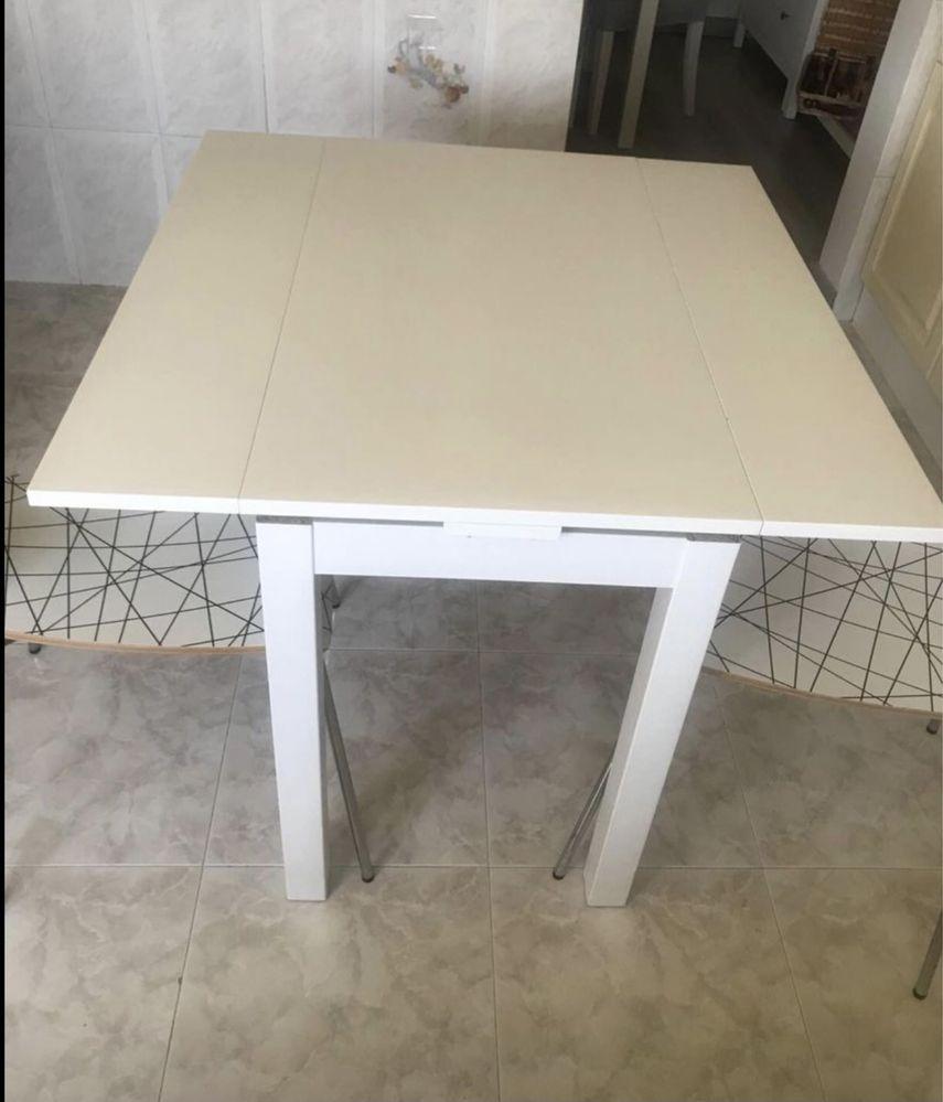 Mesa extensivel e duas cadeiras Ikea vendo separado