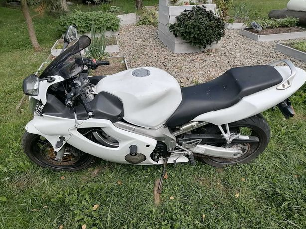 Honda CBR 600 F4 2003 Rok