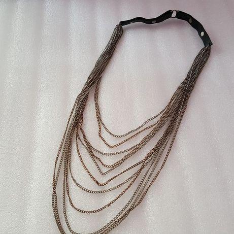 Łańcuchy na szyję.