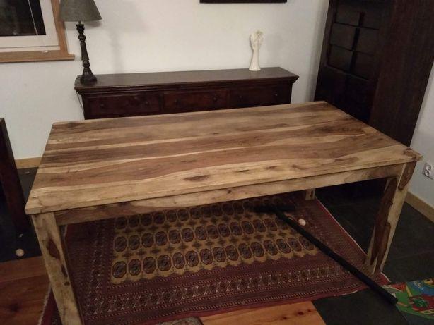 Stół z drewna egzotycznego