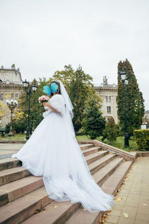 Весільна сукня білосніжого кольору. Торг