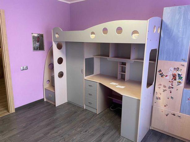 """Детская кровать, чердак, стол, шкаф """"Серый"""" бу"""