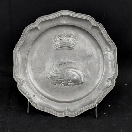 Prato em Estanho decoração Salamandra Real, marcas do séc. XVIII/XIX