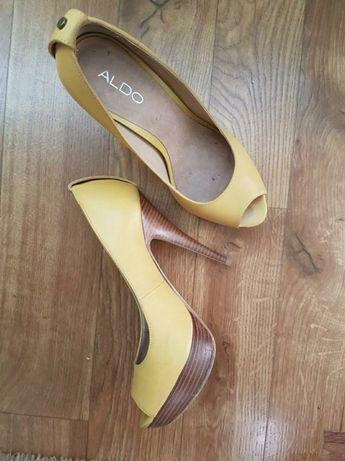 Яркие туфли Aldo