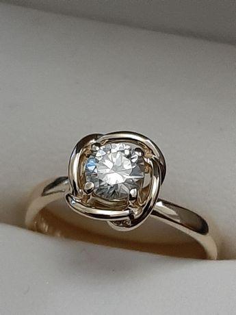 Золотое кольцо damiani с бриллиантом 0 5 карат