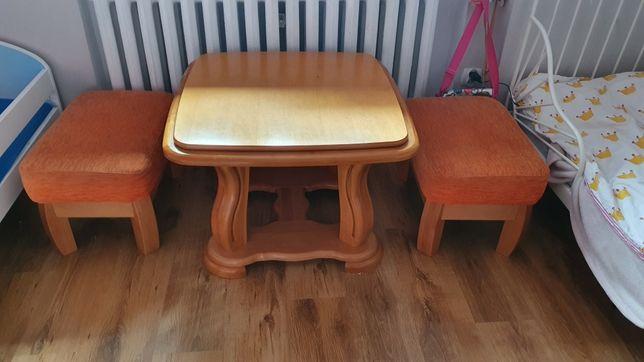 Komplet stolik i pufy drewniany