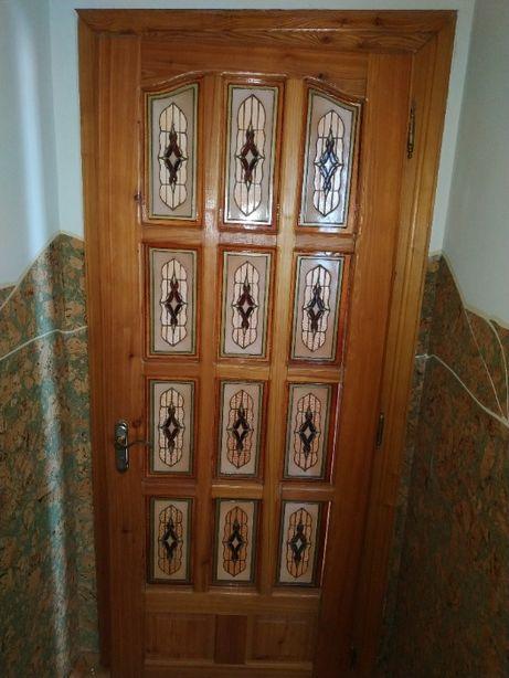 Міжкімнатні дерев'яні двері з вітражами