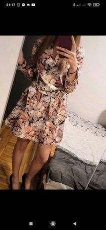 Sukienka w kwiaty Cinamoon długi rękaw