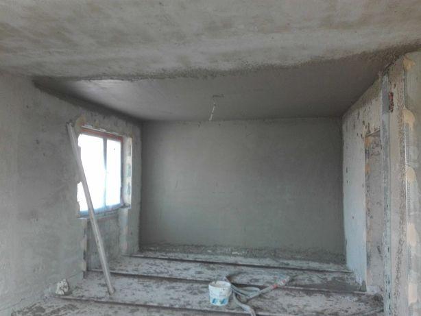 Tynki gipsowe i cementowe z agregatu, szpachlowanie, płytki.