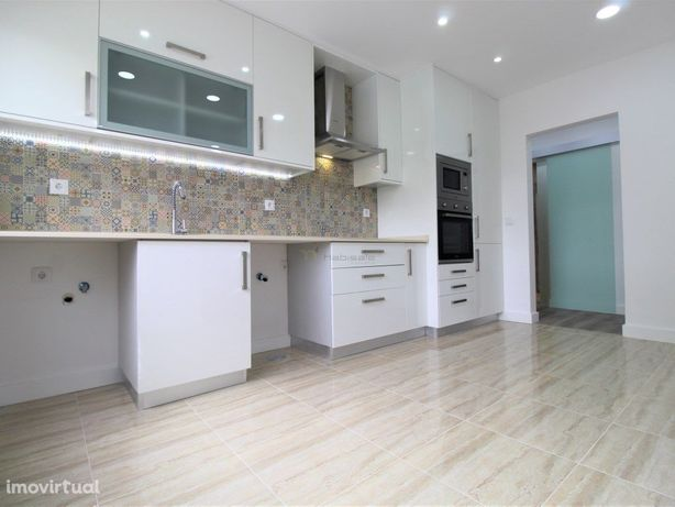Apartamento T2 remodelado em Rio de mouro