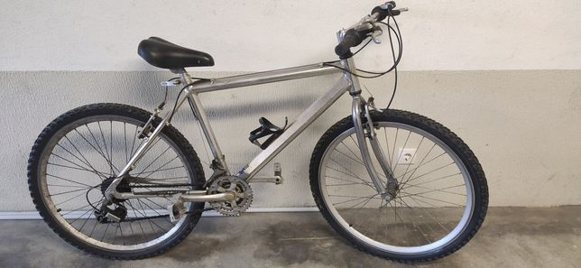 Bicicleta quadro em alumínio. Roda 26. Ótima para projeto e-bike