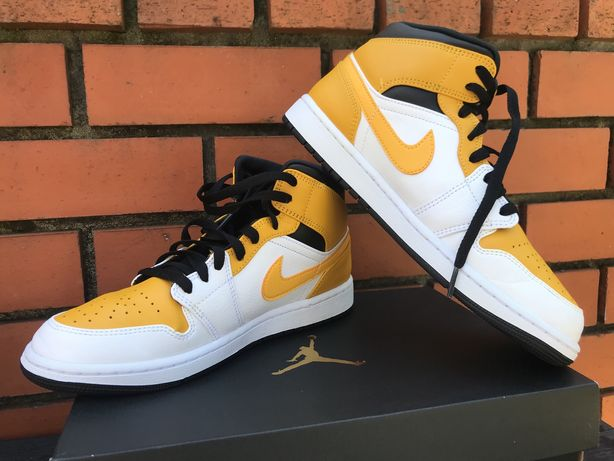Air Jordan 1 Mid-University Gold