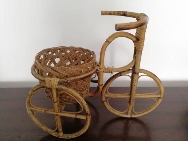 Floreira triciclo em bambu