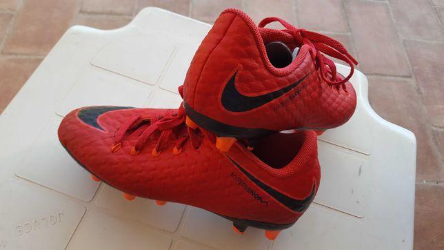 Sapatilhas de futebol Nike. Usadas mas bem estimadas.