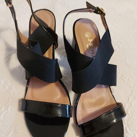 Sandálias com elástico