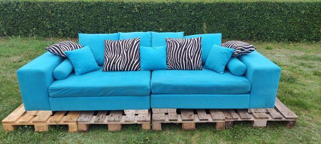 Piękna, niebieska sofa