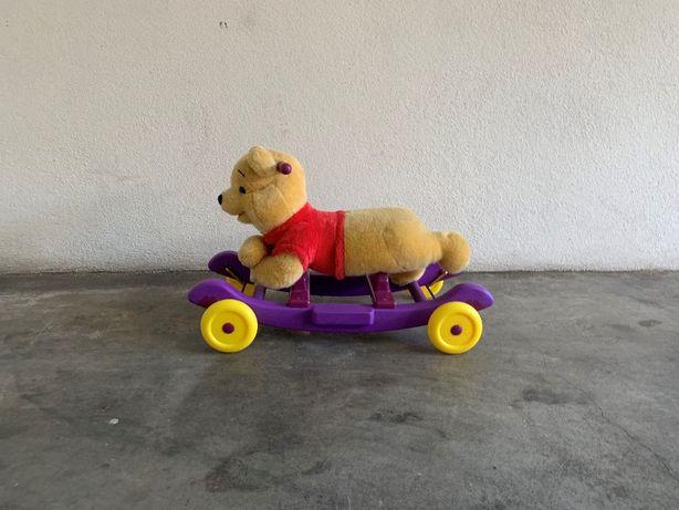 peluche Winnie the Pooh, cadeira, baloiço ou rodinhas