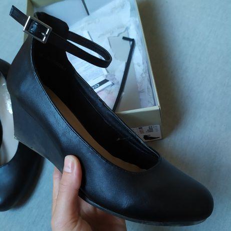 Eleganckie buty na podwyższeniu